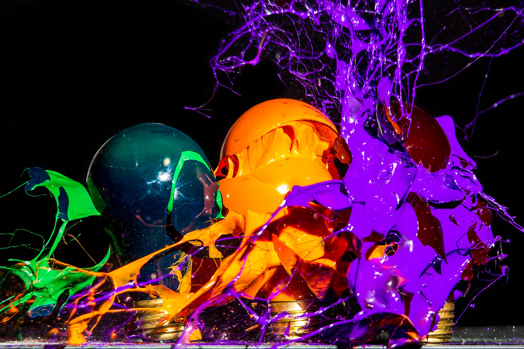 Drops Rainbow 3d Wallpaper Secondary Triplet Three Light Bulbs Filled With Paint