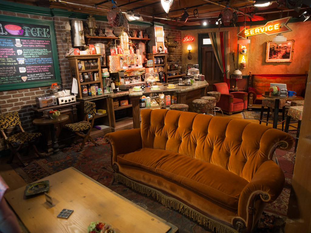 3d Wallpaper Store Central Perk The Central Perk Set From Friends On The