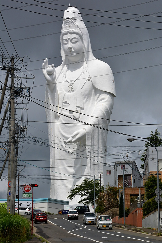 3d Japanese Wallpaper Sendai Daikannon Sendai S Huge Statue Of Kannon The
