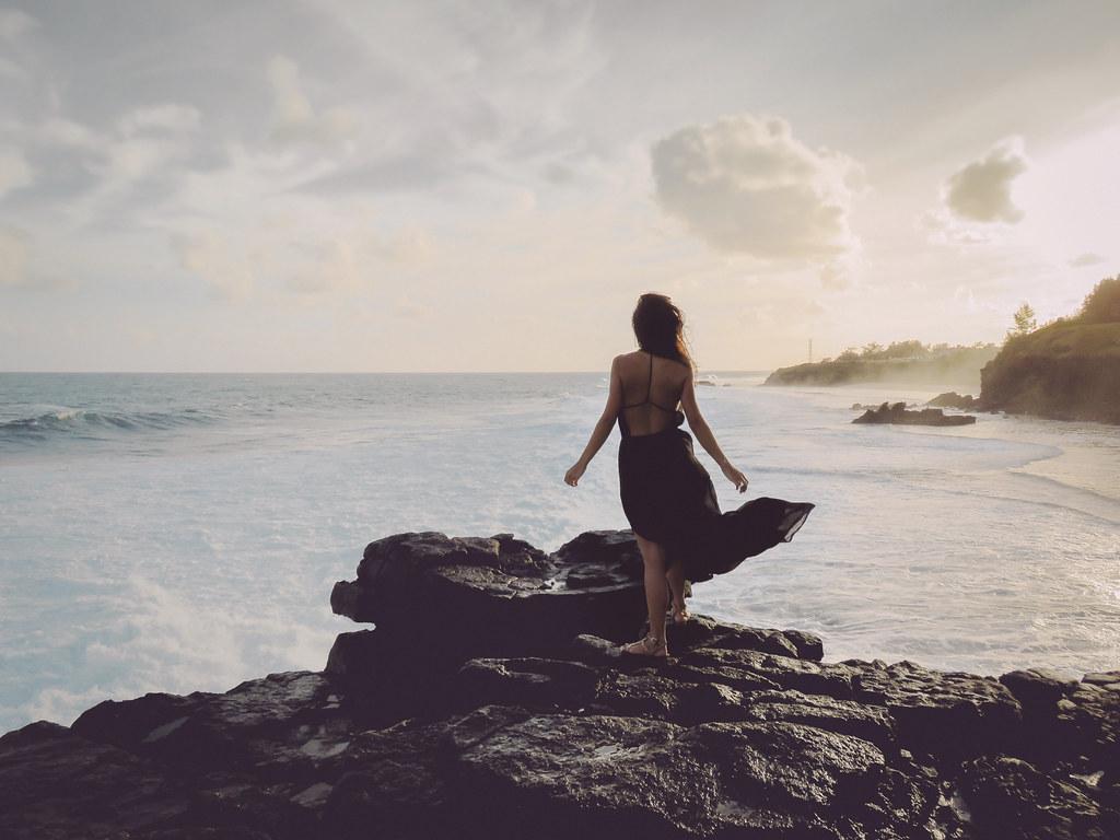 Sad Girl Standing Alone Wallpapers Paint Me A Landscape Website Facebook Fan Page Twitter