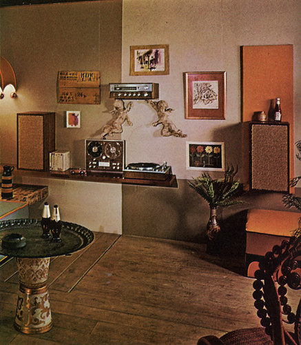 3d Wallpaper Decorating Ideas Stereo Wall 70s Living Room What S With The Ketchup