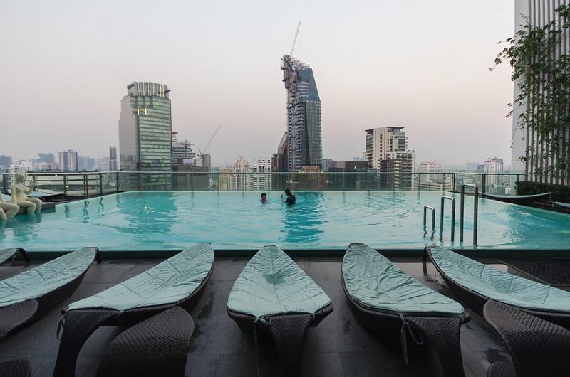 swimming pool - hilton sukhumvit bangkok