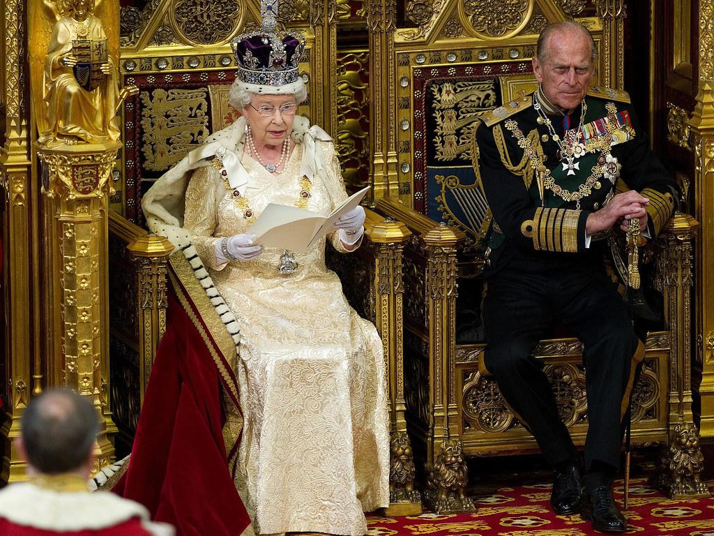 3d Palace Wallpaper Queen S Speech The Duke Of Edinburgh Listens As Queen