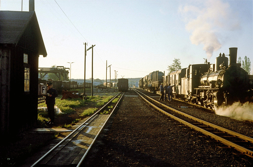 85 Gmünd, 39904 ready to haul the early morning freight/\u2026 Flickr - frieght conductor