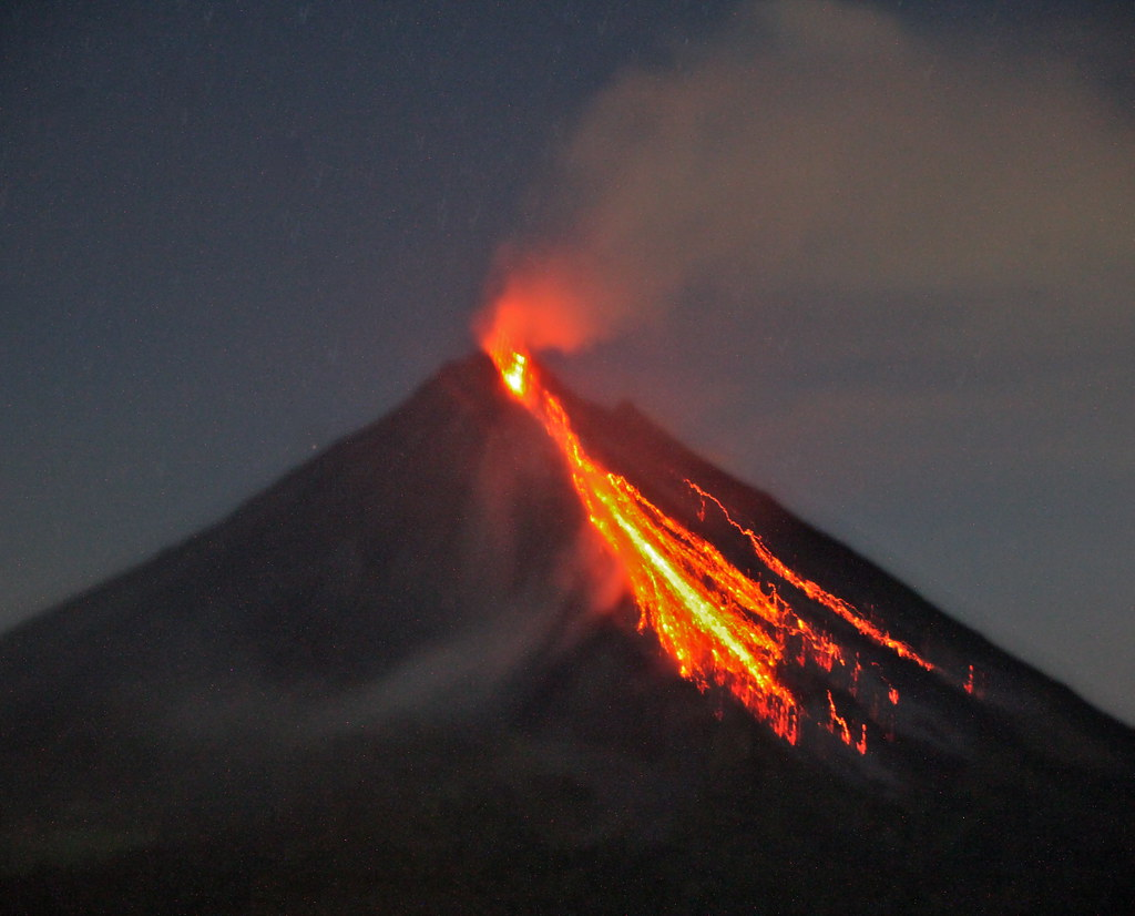 Lava Wallpaper Hd Hot Lava Christmas Arenal Spewing Forth Last Night Quite