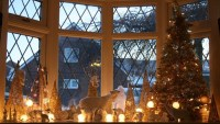 Christmas Decorations Around Window - Ciupa Biksemad