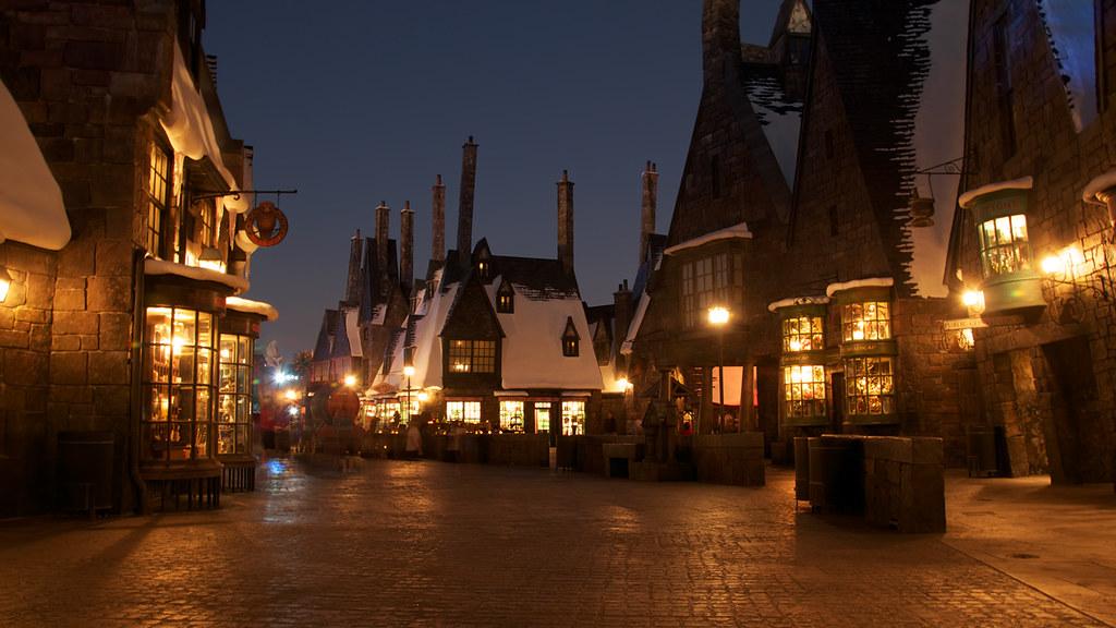 Hogwarts Wallpaper Hd Hogsmeade The Beautiful Hogsmeade Sitting In The