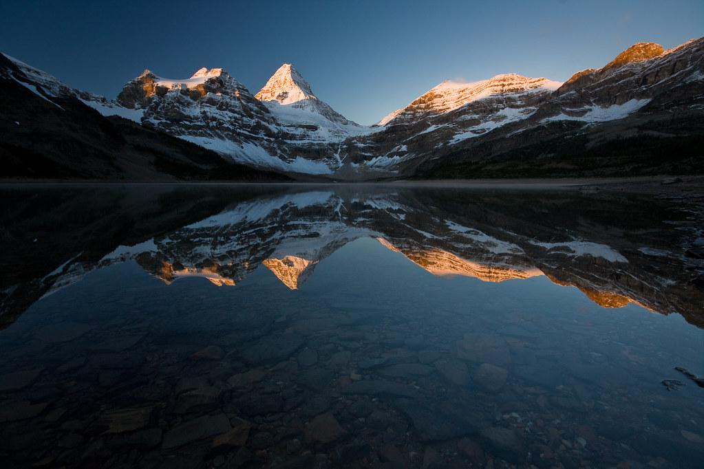 3d Wallpaper Ocean Magog Lake Sunrise Reflection Of The Assiniboine Range