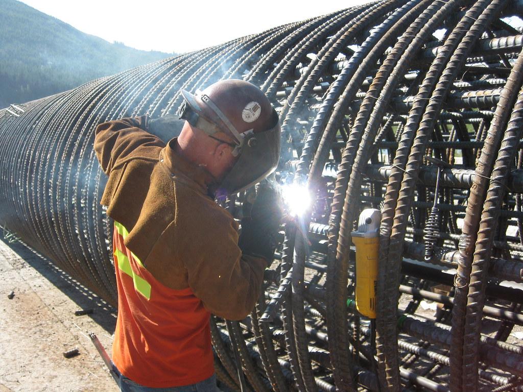 3d Wallpaper Shaft Welding Rebar Cage At Gold Creek Crew Member Welds A