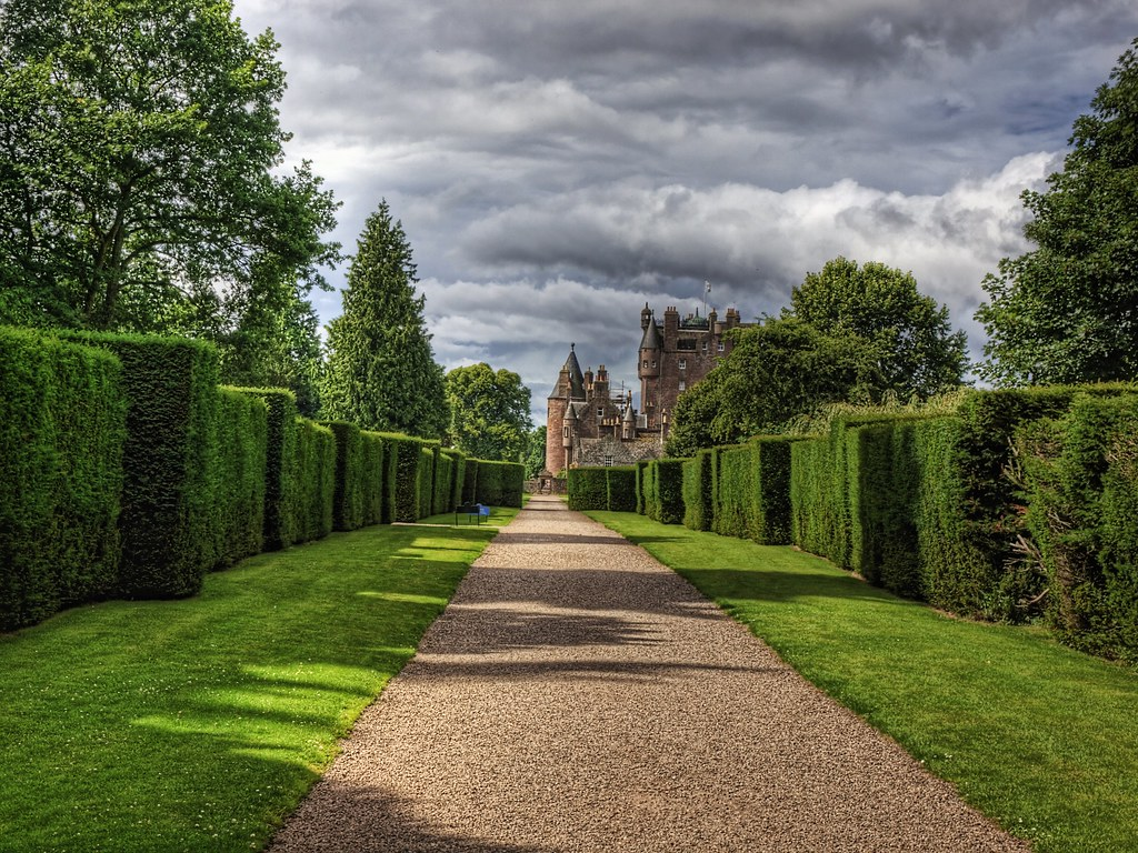 Queen Wallpaper Hd Hedges And Glamis Castle Glamis Castle In Scotland Was