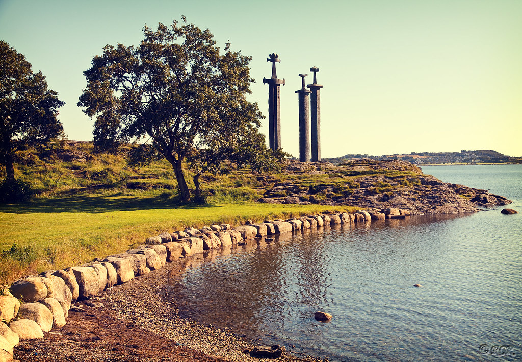 Wallpaper Stone 3d Sverd I Fjell Quot The Three Swords Quot This Monument Was