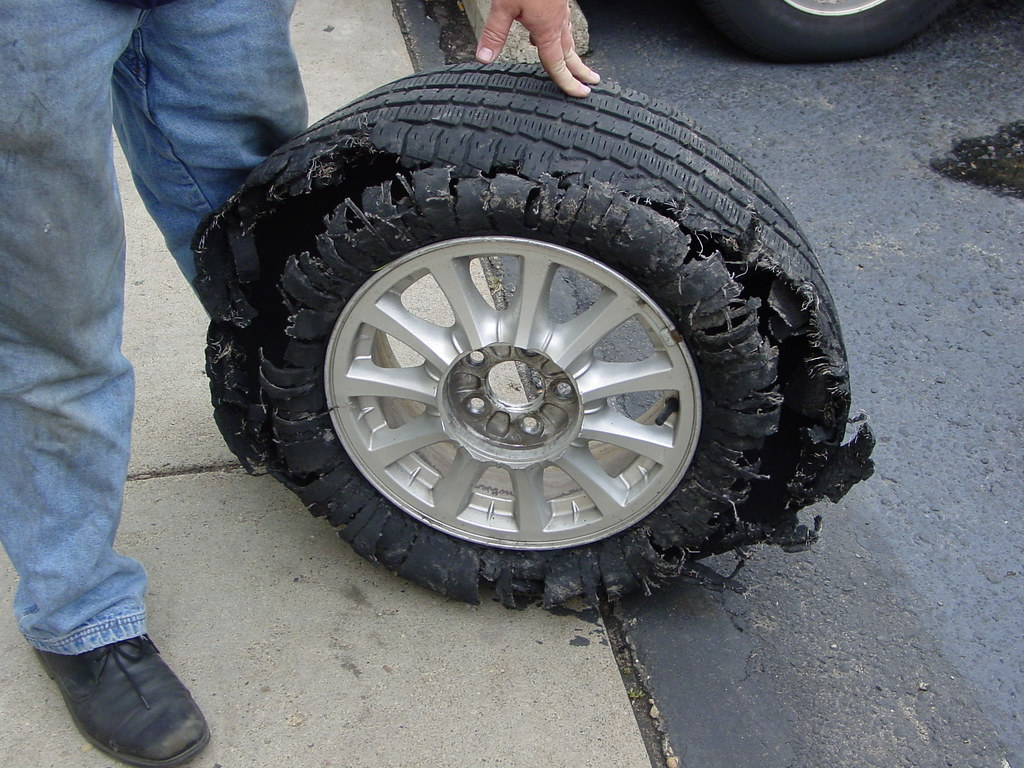 Pneu Usé Exterieur Shredded Tire Tire And Vehicle Related Photos From The