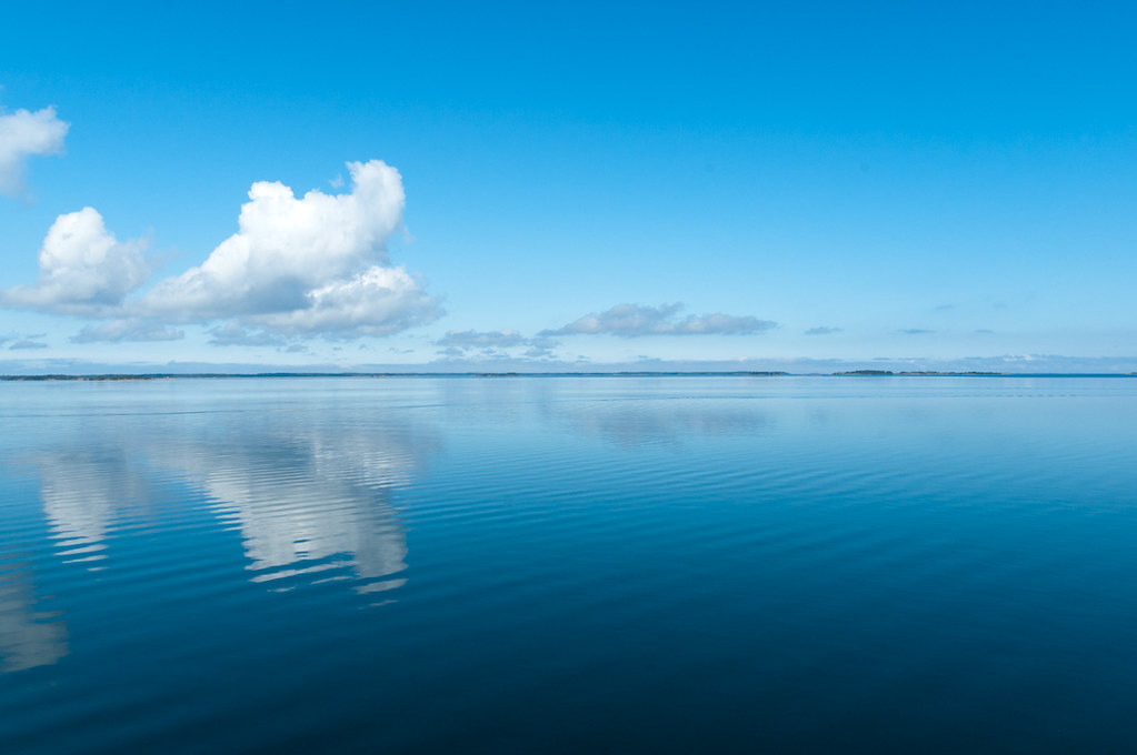 Blue Sky 3d Wallpaper Clouds Over Calm Sea Linssimato Flickr