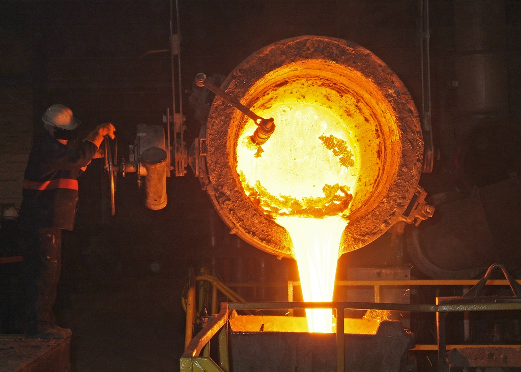 Glass Wallpaper Hd Molten Metal Pouring From Ladle Goodwin Steel Castings
