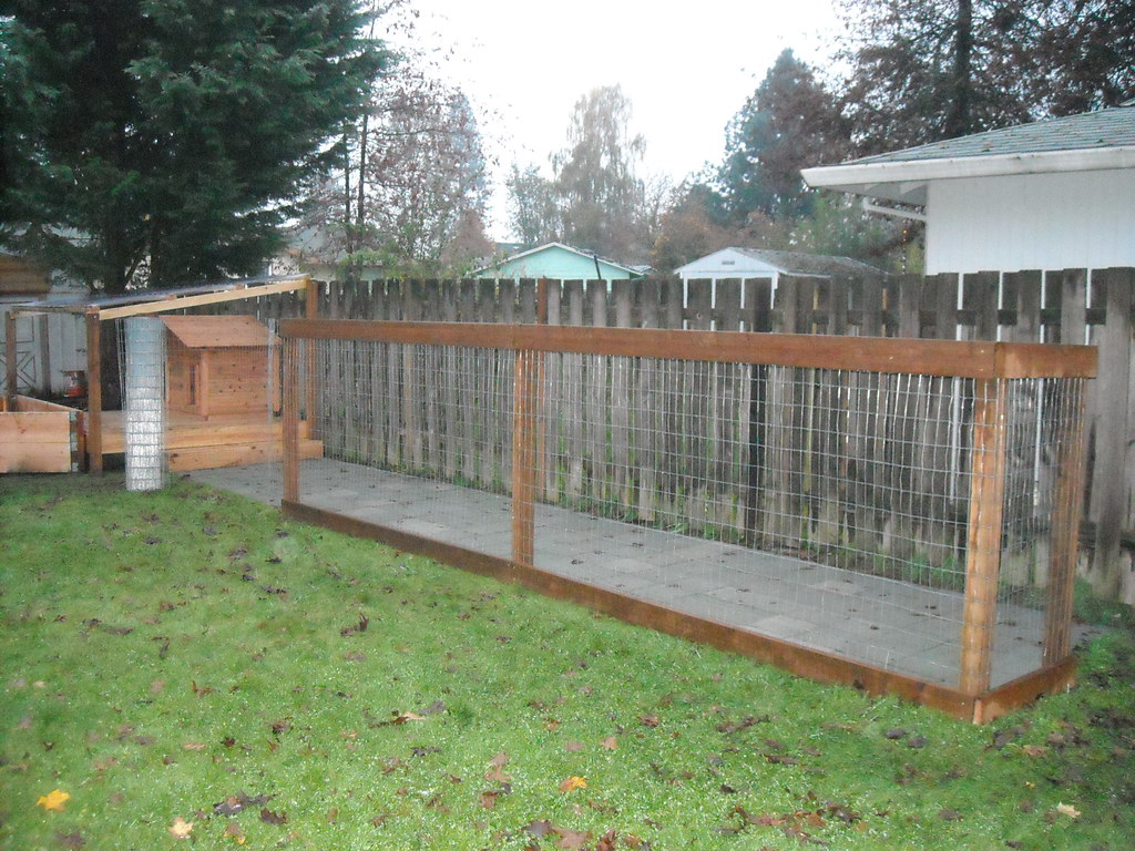 Dog Run Ideas Dog Run Putting Up The Fence We Used A Simple Fence