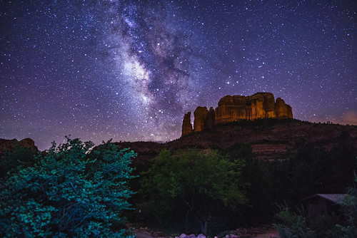 Dark Forest 3d Wallpaper Milky Way Over Cathedral Rock View Of The Milky Way Over