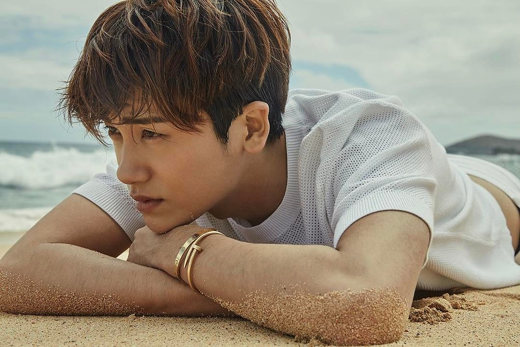 Girl Playing In Water Wallpaper Park Hyung Sik Getting Hot And Sexy With Harper S Bazaar