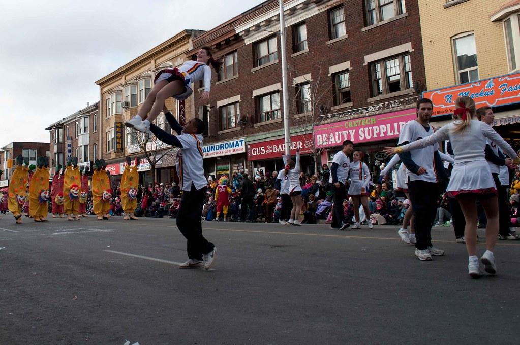 Santa Claus Parade Toronto 2010-4 The Queen\u0027s Bands Cheerl\u2026 Flickr