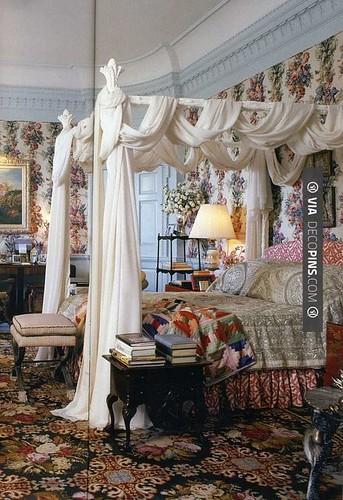 3d Wallpaper For Master Bedroom Gloria Vanderbilt Bedroom With Ros 233 Cumming Wallpaper Circ