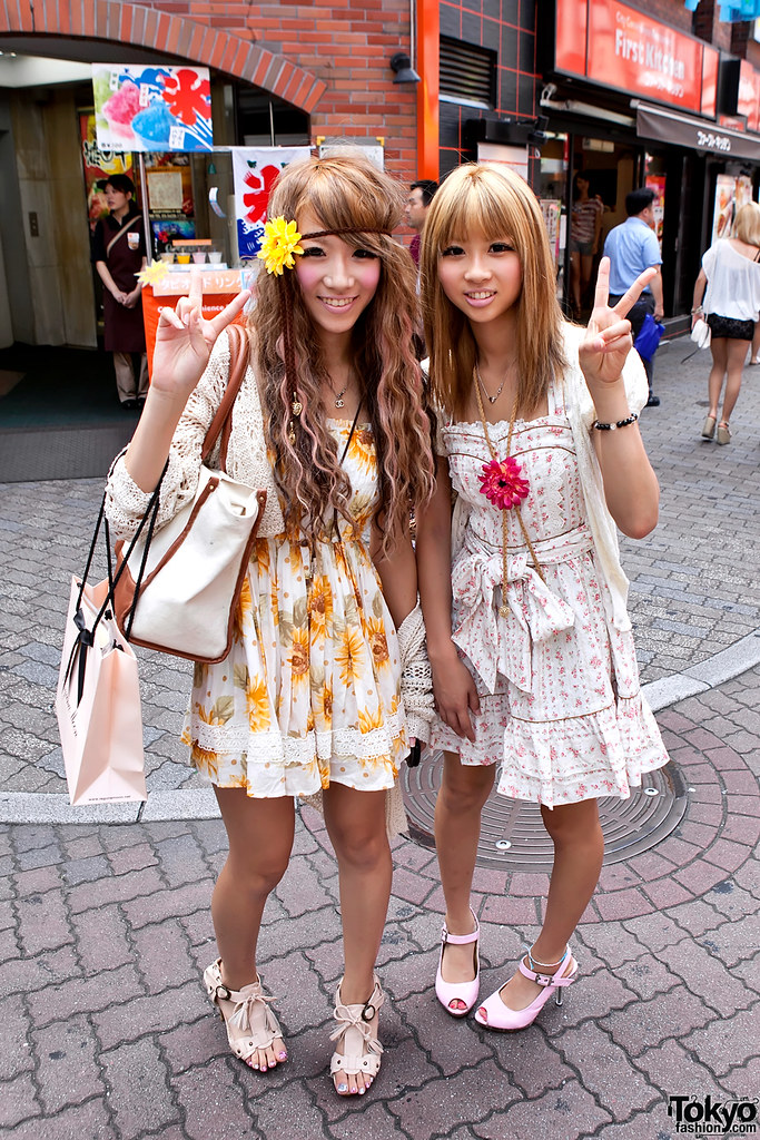 3d Japanese Wallpaper Shibuya Flower Girls Two Pretty Amp Friendly Shibuya Girls