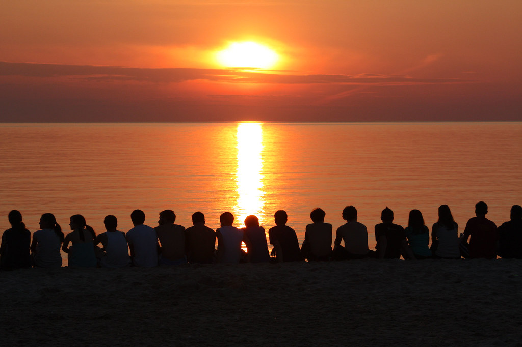 Free Hd 3d Wallpapers For Desktop People Watching The Sunset I Have No Idea Who These