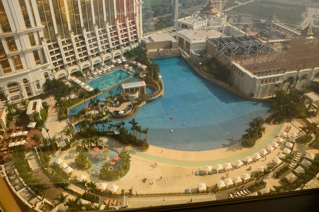 Mobile Pool Wave Pool And Artificial Beach At Galaxy Macau | Ming-yen