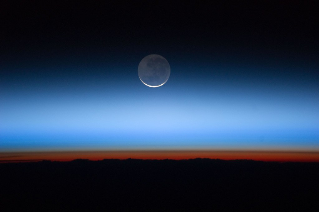 Earth And Moon 3d Live Wallpaper Hovering On The Horizon The Limb Of The Earth Is A Work