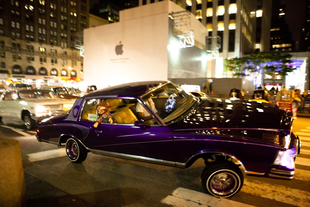 Free Classic Car Wallpaper Lowrider With Hydraulics By The Apple Store On Fifth Aven