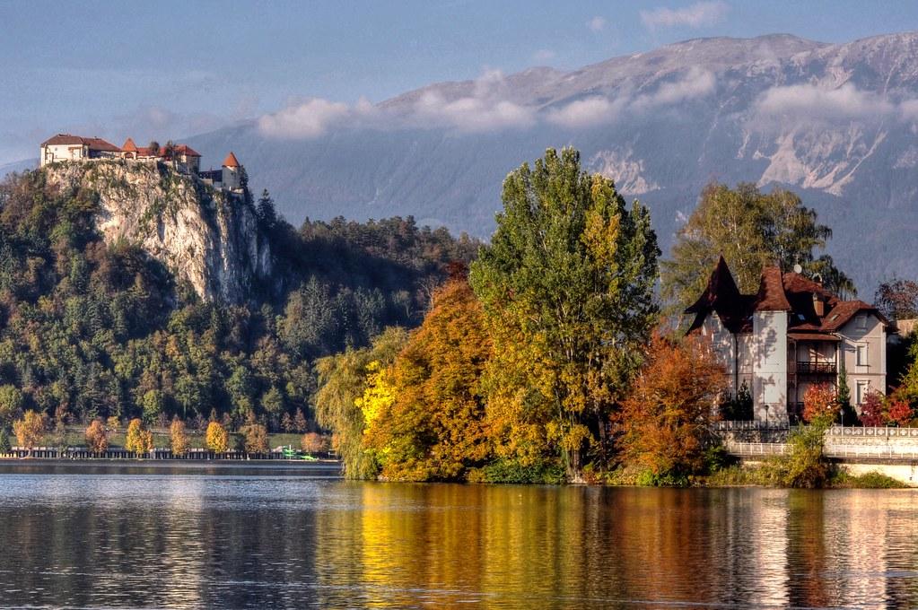 Fall Autumn Wallpaper Free Autumn On The Lake Autumn Colour Lake Bled Slovenia