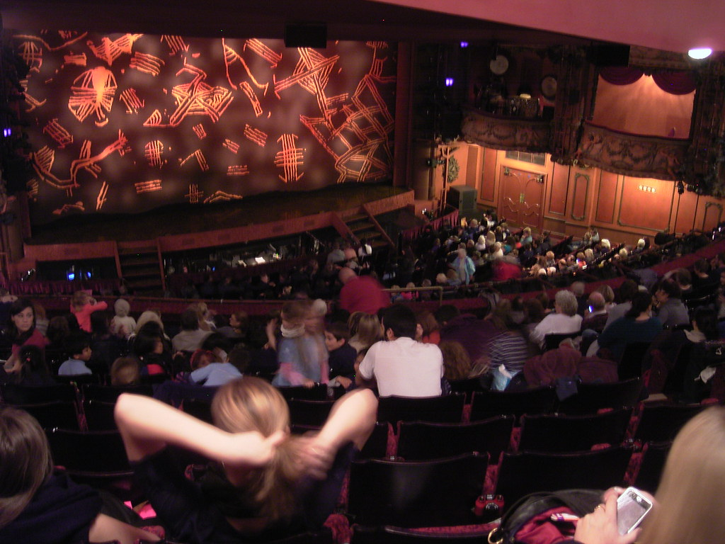 what theatre is the lion king at in london