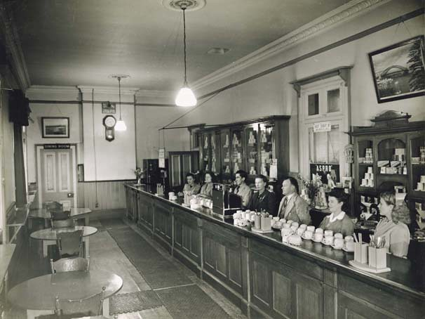 Vintage Einrichtungsstil Bathurst Railway Refreshment Room - Interior | Title