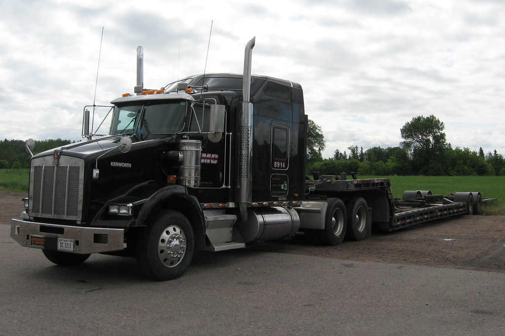 TMC Transportation 8914 Kenworth T-800 truck and dropdeck \u2026 Flickr
