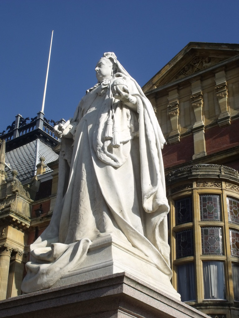 Contractor S Statue Of Queen Victoria Outside The Town Hall In Leamingt