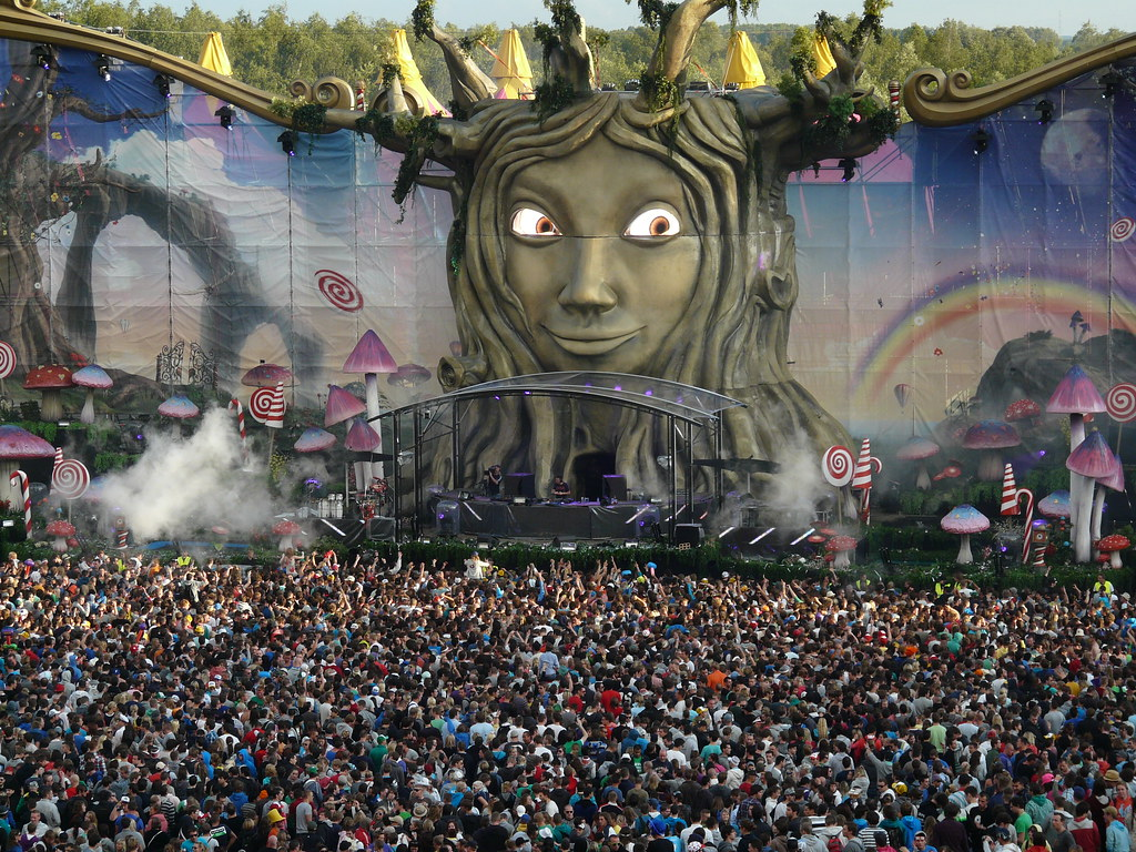 3d Dance Wallpaper Tomorrowland 2011 With The Spectacular Mainstage Friday