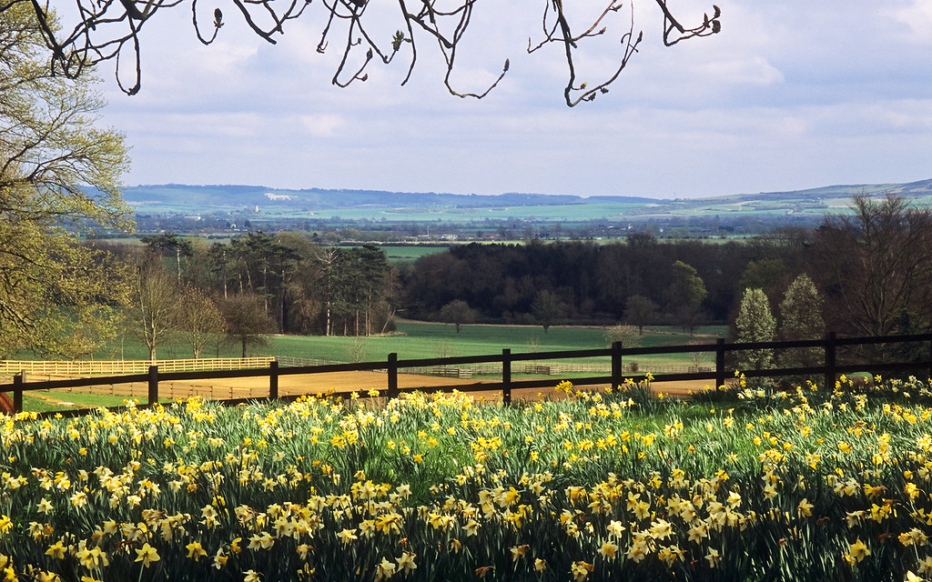3d Garden Wallpaper Free Ascott House Gardens Buckinghamshire Uk A View To The