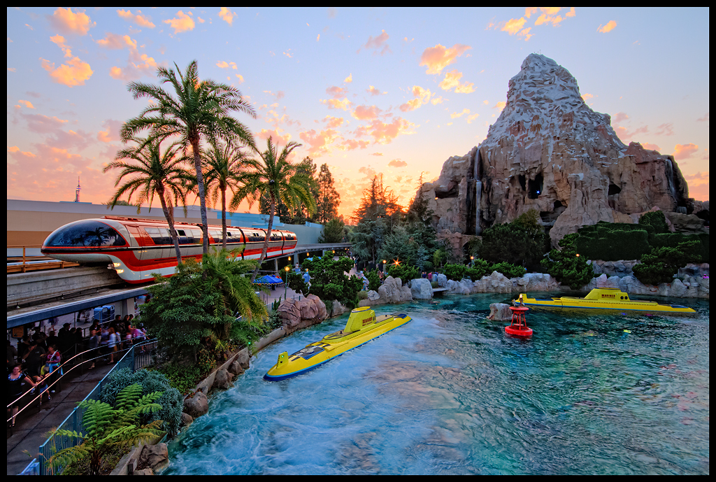 New Car Wallpaper 3d Disneyland Tomorrowland Lagoon It S Been A While Since