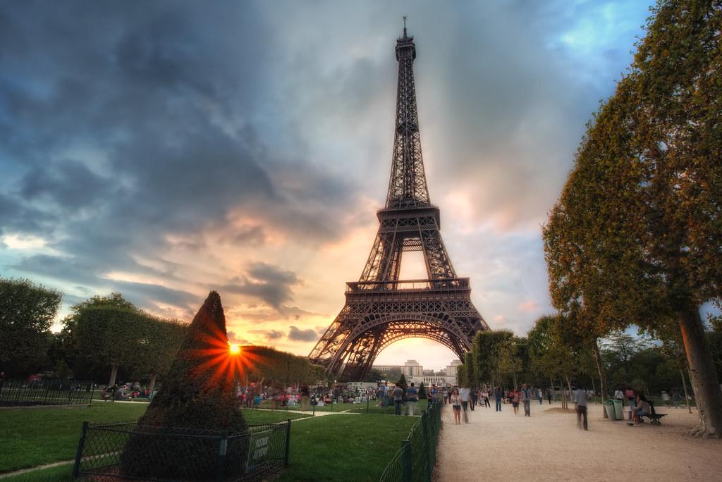 Paris Wallpaper Cute Blue Sunset At The Eiffel Tower Thefella Portfolio Vimeo