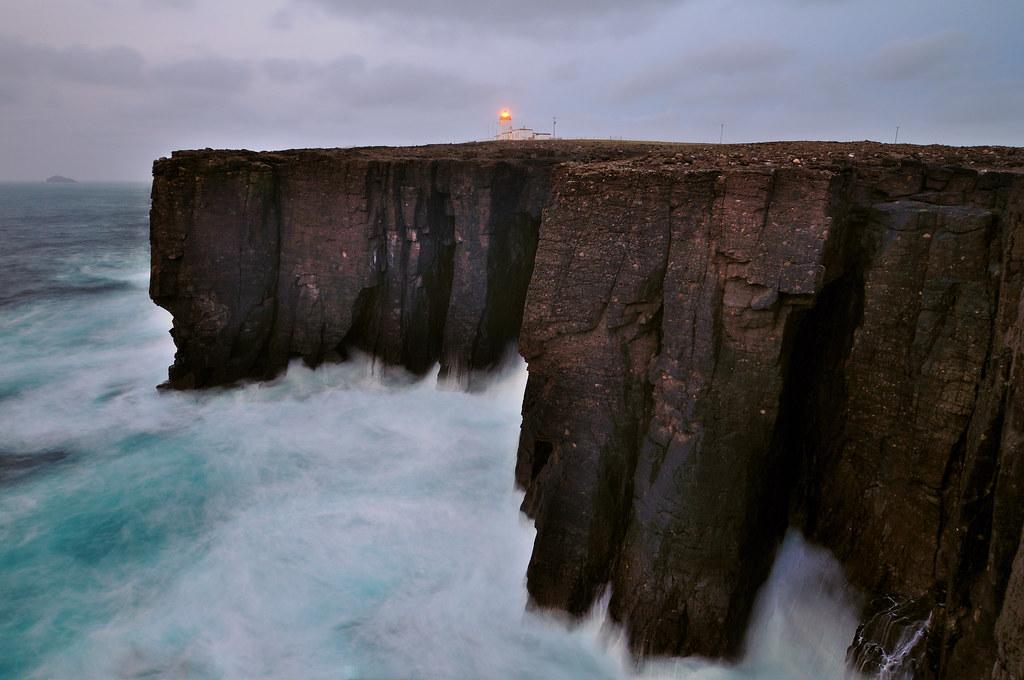 White Wave 3d Wallpaper Atlantic Waves Crash Against The Cliffs At Esha Ness Shet