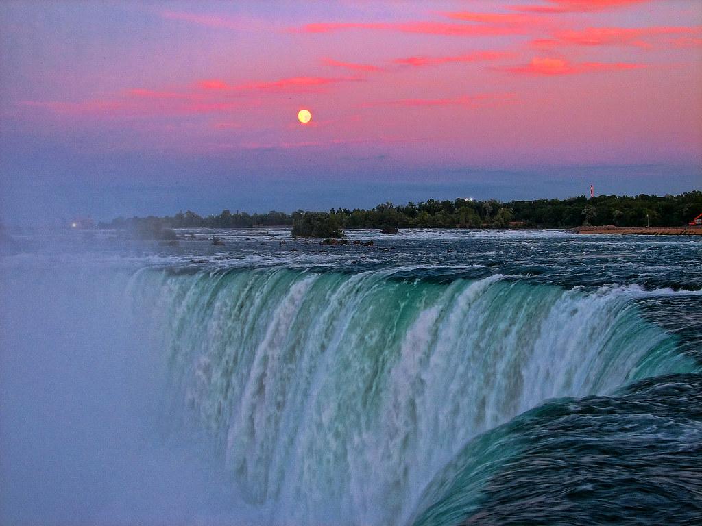 Beautiful Niagara Falls Wallpaper Horseshoe Falls At Sunset Moonrise Over Horseshoe Falls