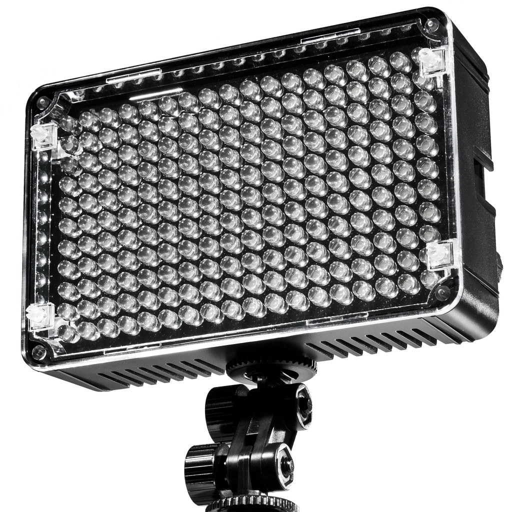 Led Fotoleuchte Aputure Amaran Led Videoleuchte Mit 198 Led 1 Jpg Lifepr Flickr
