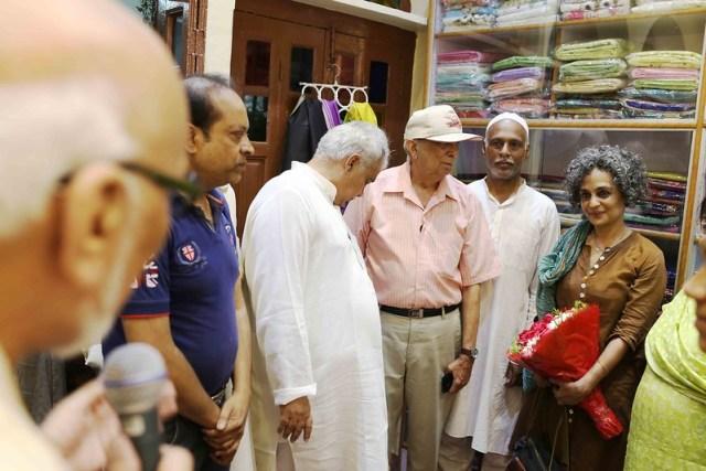 Netherfield Ball – Novelist Arundhati Roy Stuns the Society by Inaugurating a Banarasi Saree Showroom, Chitli Qabar Bazaar