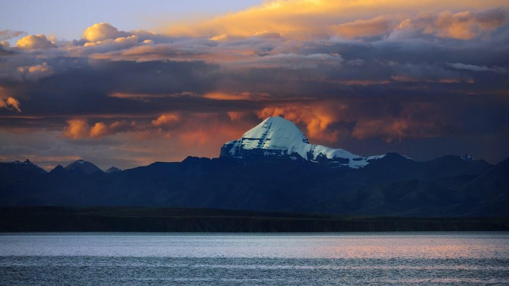 Om 3d Wallpaper Hd Mt Kailash Or Ti Se Snow Mt Overlooking Lake Manasarovar
