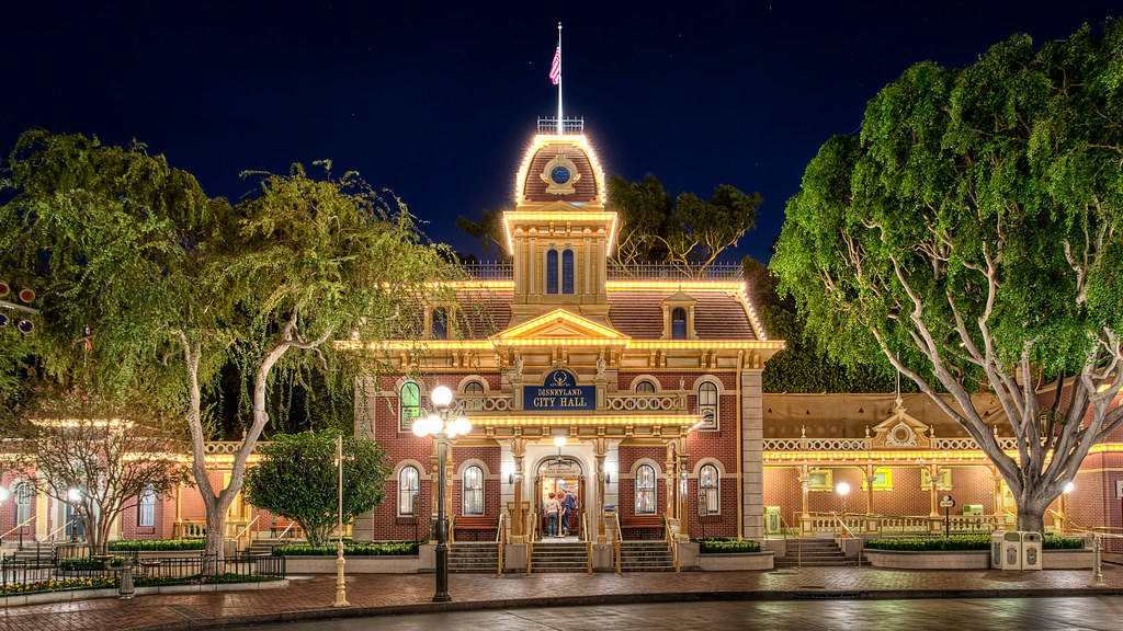 Snow Falling At Night Wallpaper Disneyland City Hall Disneyland Has Officially Entered