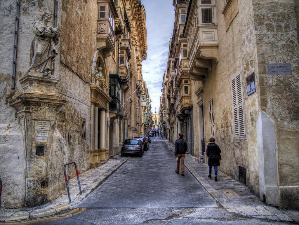 Singapore Wallpaper Hd A Back Street In Valletta In Malta Back Street A Back