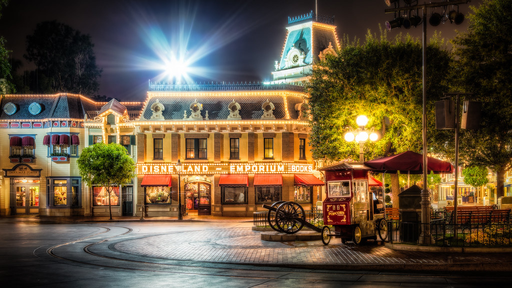 Free Fall Wallpaper And Screensavers Disneyland Emporium Books This Is One Of The Last Shots