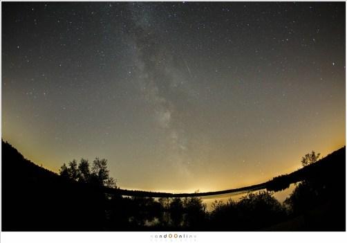 Een nauwelijks bewerkte foto van een echte meteoor. Ze zijn voorbij in een flits (15mm - ISO6400 - f/2,8 - t=15sec)