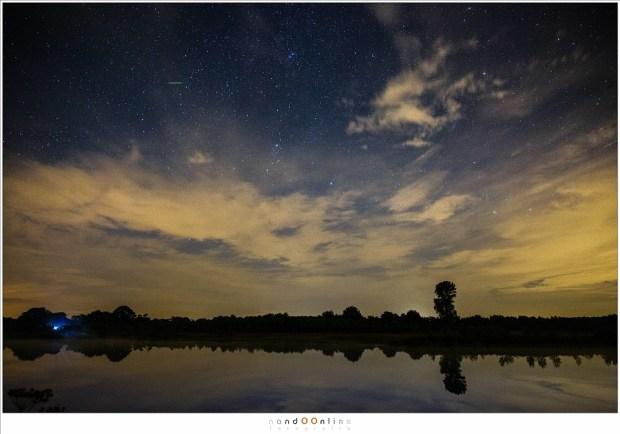 In mijn berekeningen heb ik geen rekening gehouden met de bewolking. Als die in de hemel hangt, kunnen het aantal vallende sterren die we kunnen zien drastisch verminderd worden. (24mm - ISO6400 - f/2,8 - t=8sec)