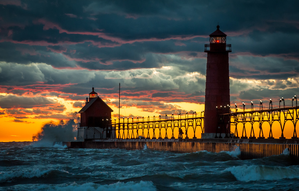 Pure Michigan Fall Wallpaper Grand Haven Pier And Lighthouse Ottawa County Mi