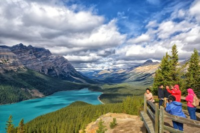 Peyto Lake Viewpoint | Fellow tourists struggle for the best… | Flickr