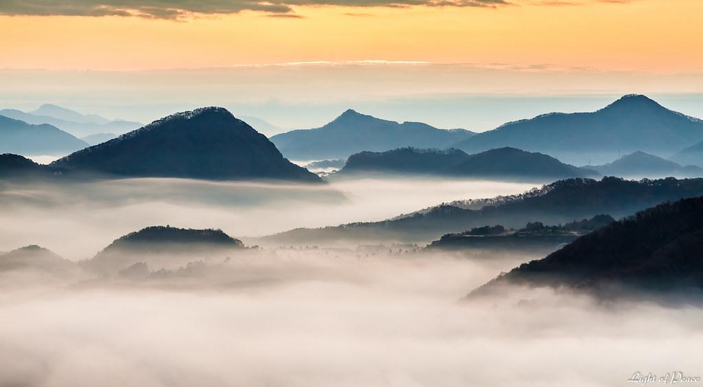 Wallpaper Korea 3d A Village In Foggy Mountain Range A Village In Foggy